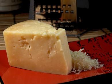 Cheese_34_bg_052406